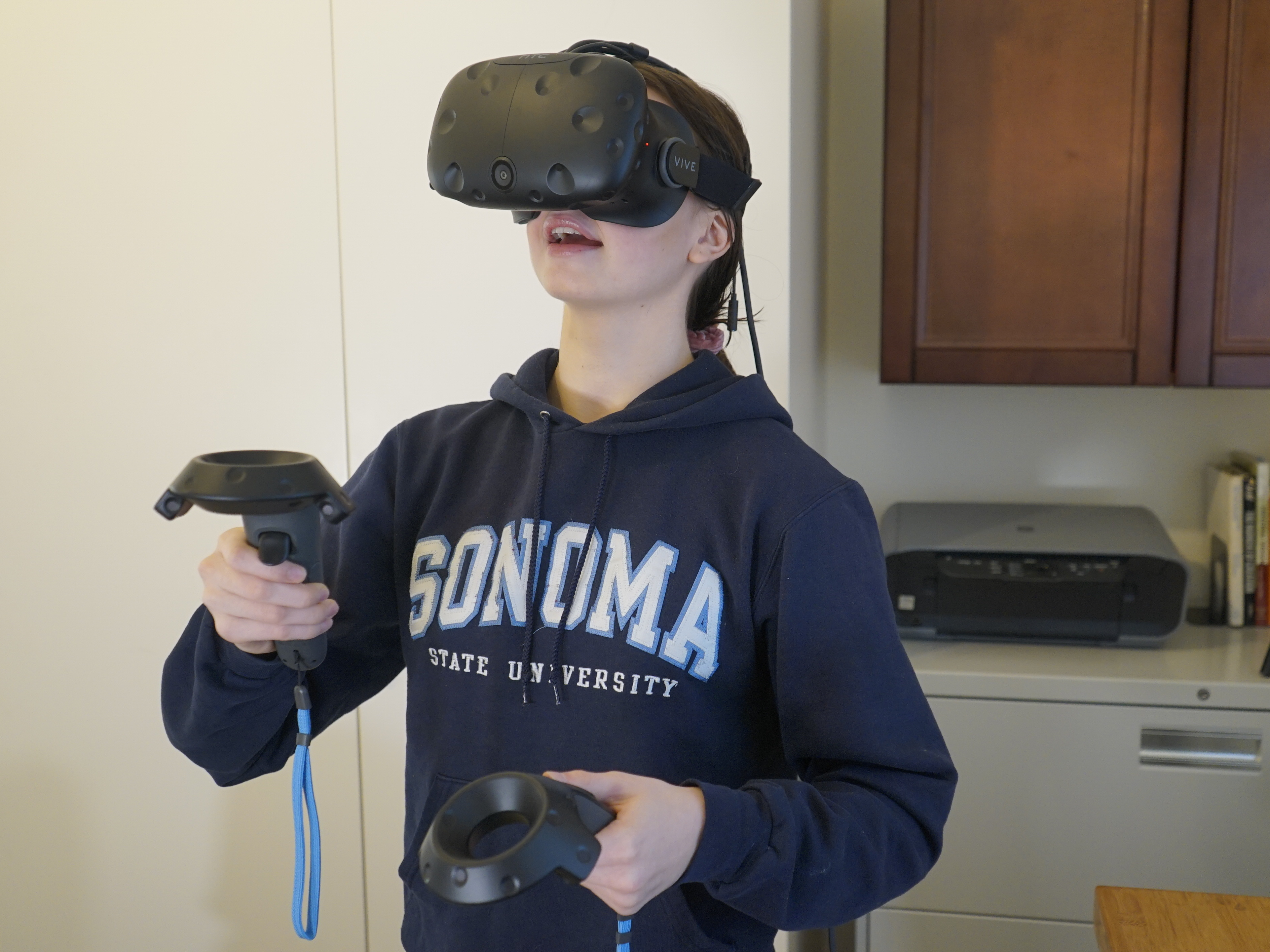 Student using Virtual Reality to explore Phases of the Moon